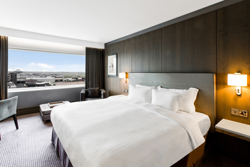 Premium Room with airport view