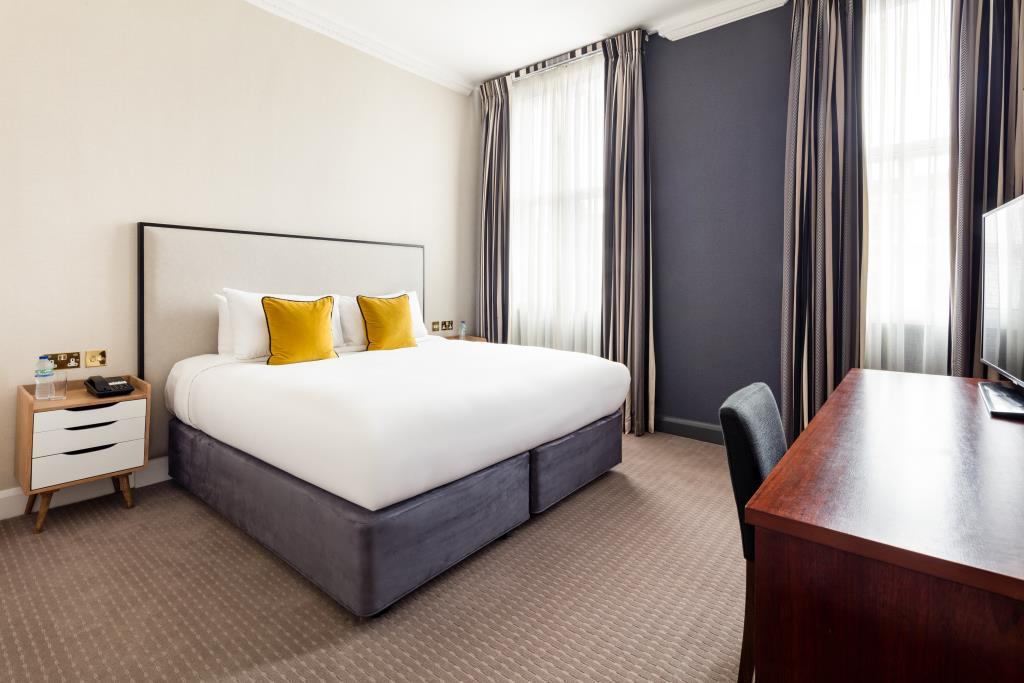 Vanderbilt Bedroom Standard double