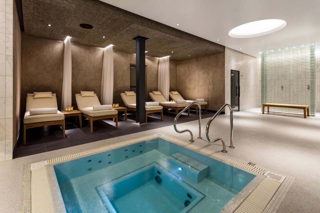 Heathrow Spa and Gym jacuzzi relaxation area