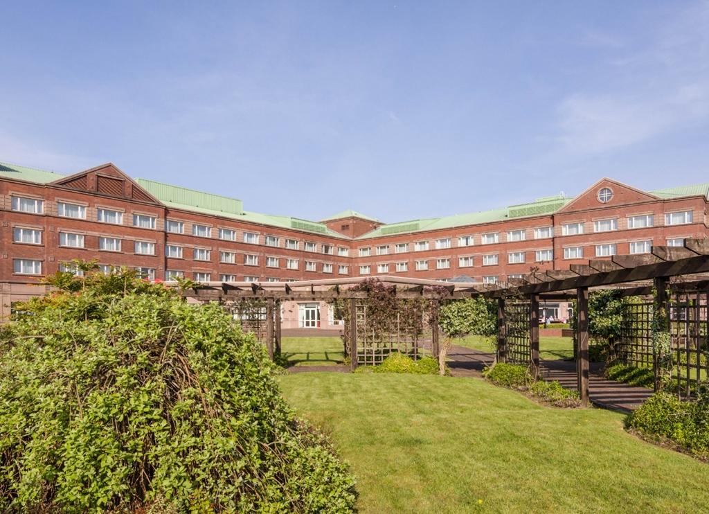 Golden Jubilee Hotel, Riverside gardens