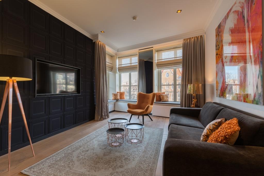 Ruyschen Suite w/ Canal View