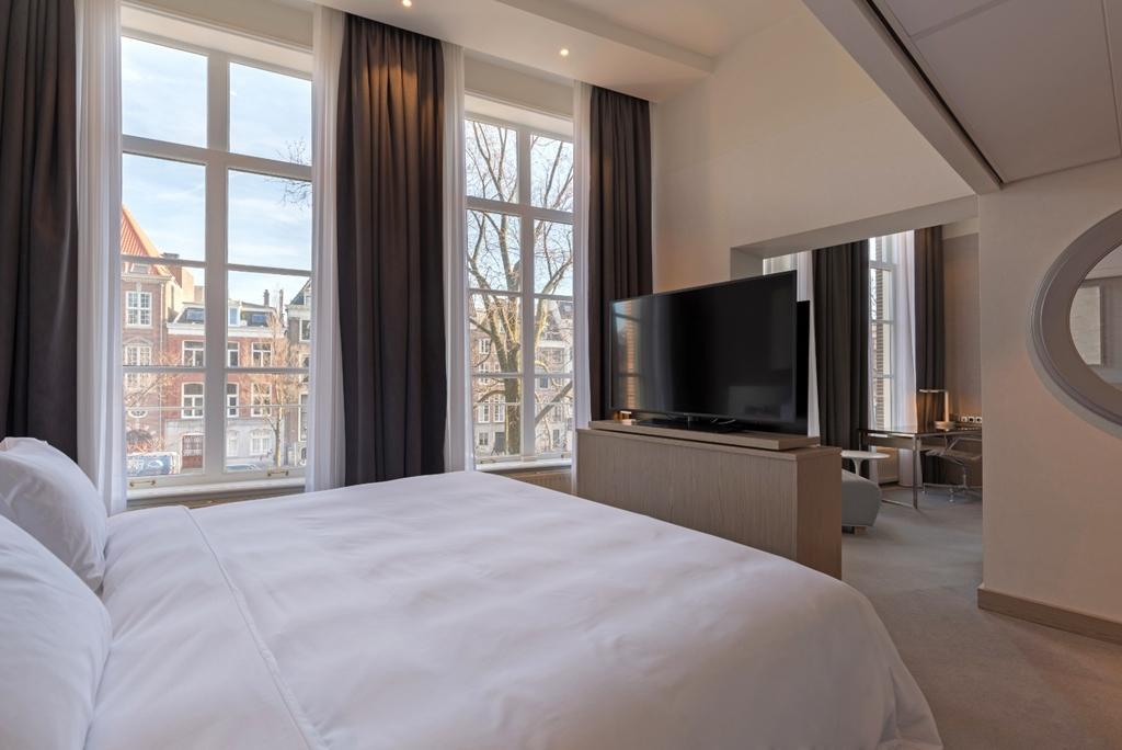 Premium Room w/ Canal View