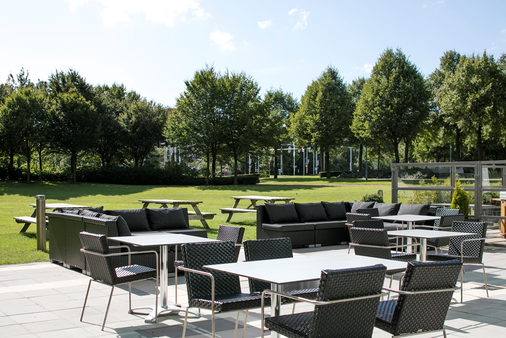 If the sun is shining and the temperature is nice we invite you to enjoy a nice cocktail or barbeque
