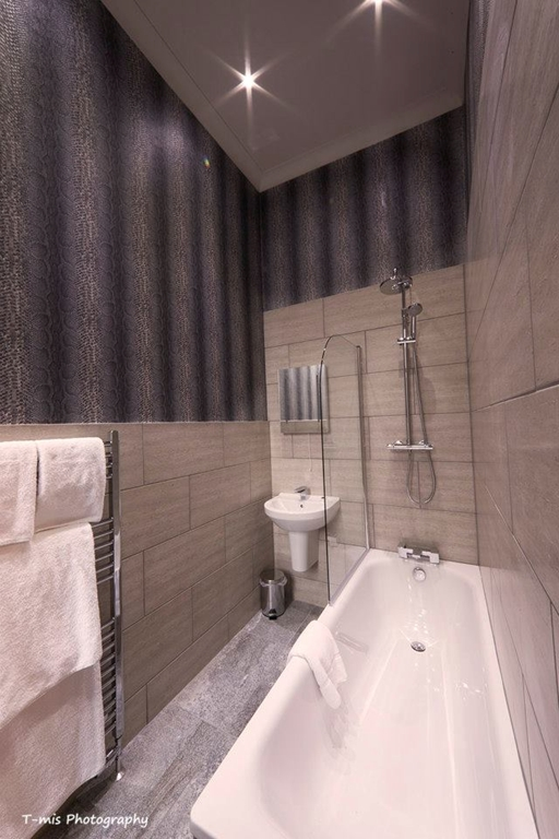 Fully refurbished bathrooms