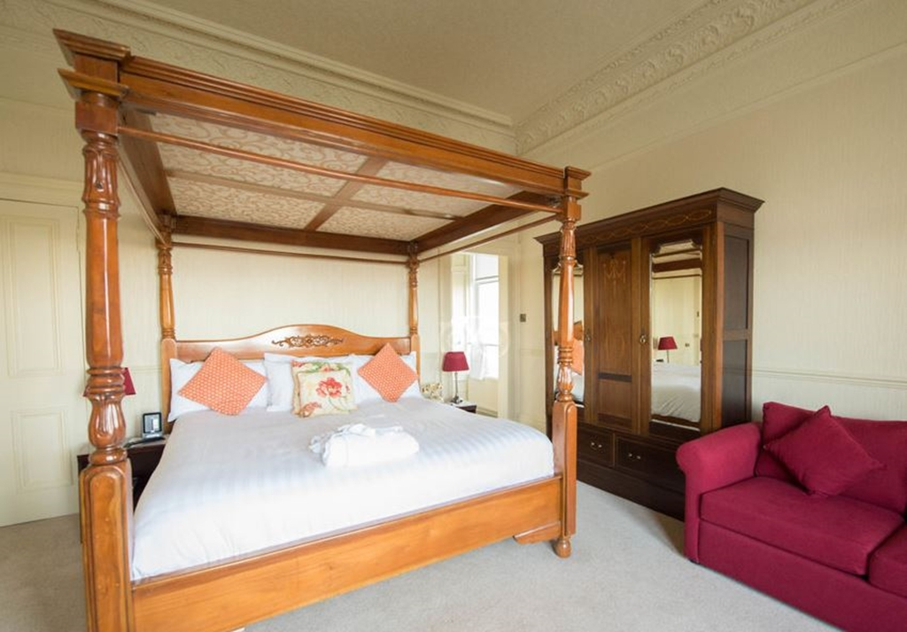 Four Poster bedroom with castle views