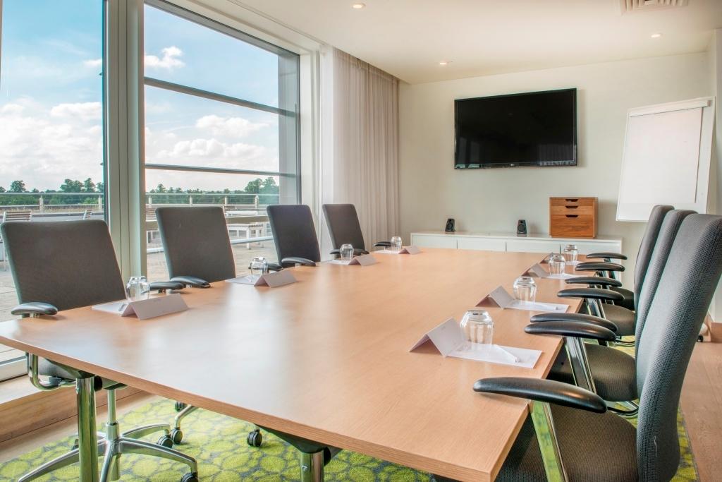 Executive Lounge Meeting room - boardroom set up
