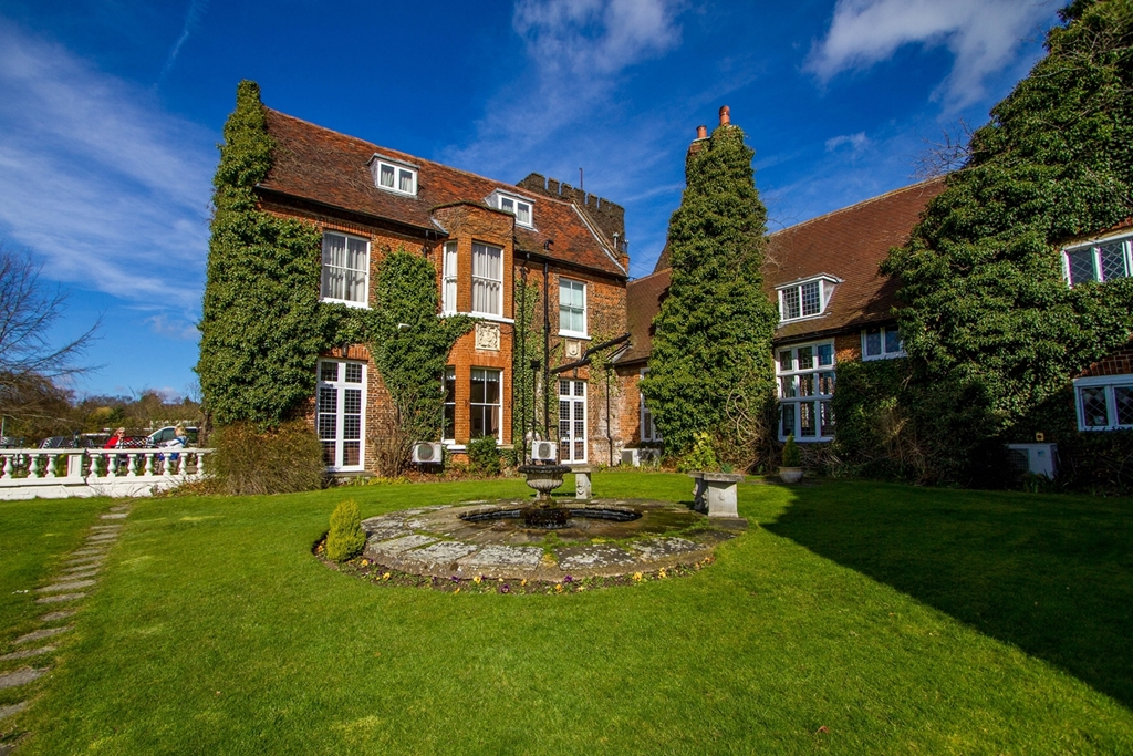 Mercure Letchworth Hall Hotel