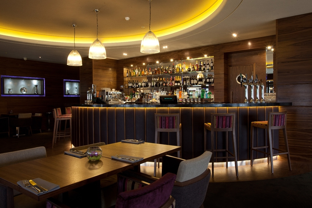 Club Lounge & Bar