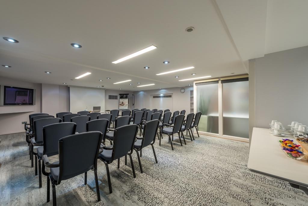 Westbourne Suite at the Mercure London Paddington