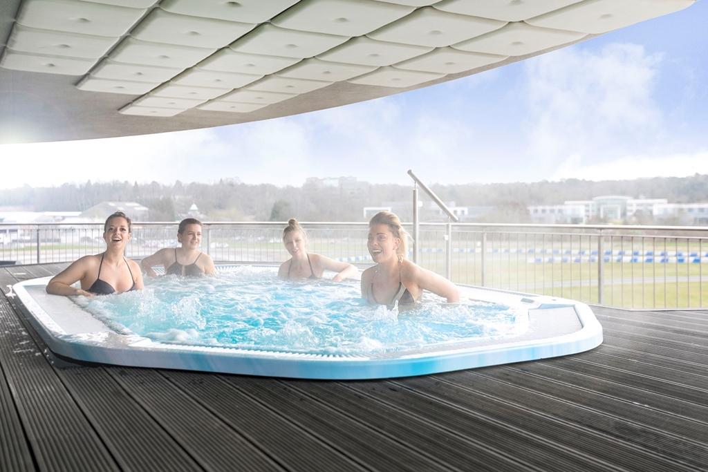 Hot tub on balcony of BSpa