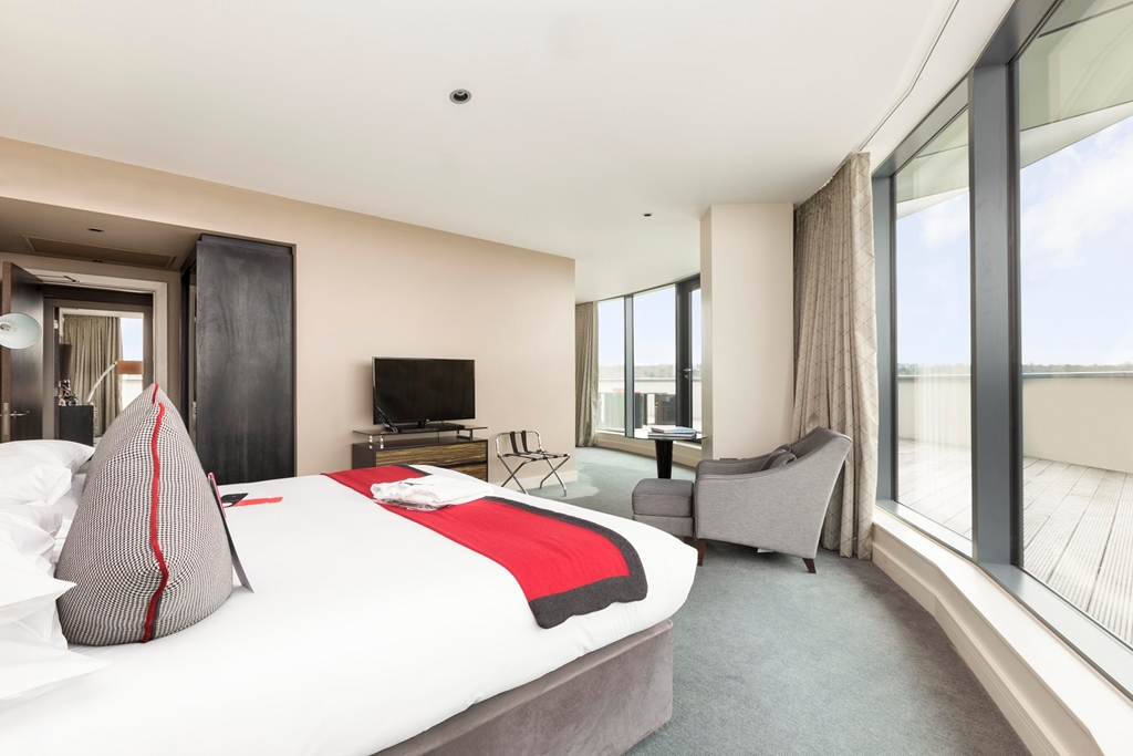Bedroom of Panoramic Suite with Balcony