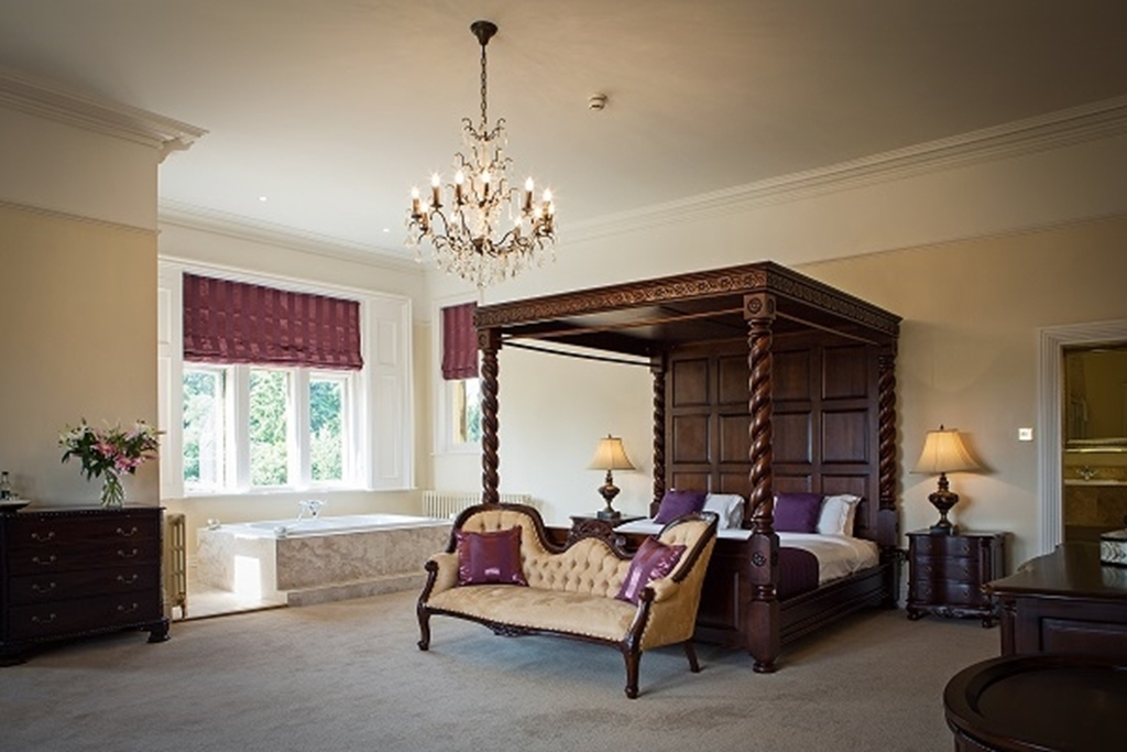 Manor Suite with Marble Jacuzzi Bath