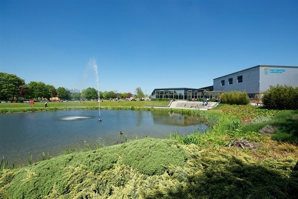 Open spaces and a stunning lake, an environment guaranteed to enhance your experience.