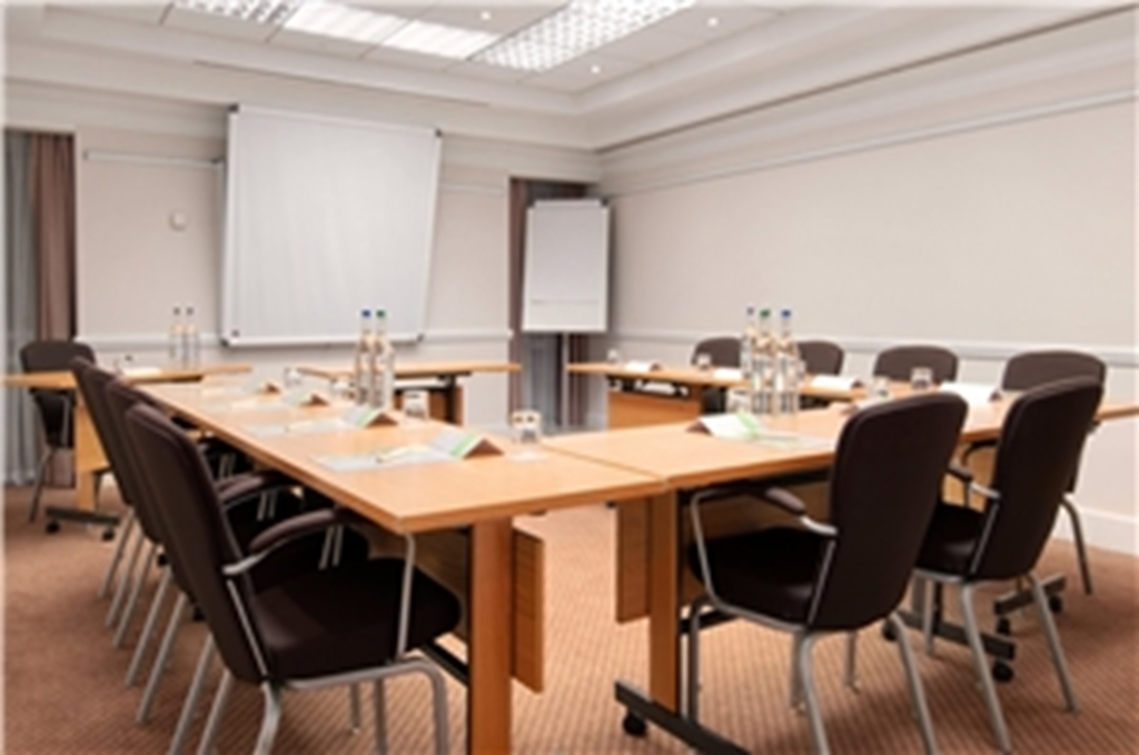 10 meeting rooms for up to 200