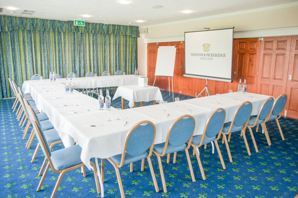 The Pickeridge Room - U-Shape Setup