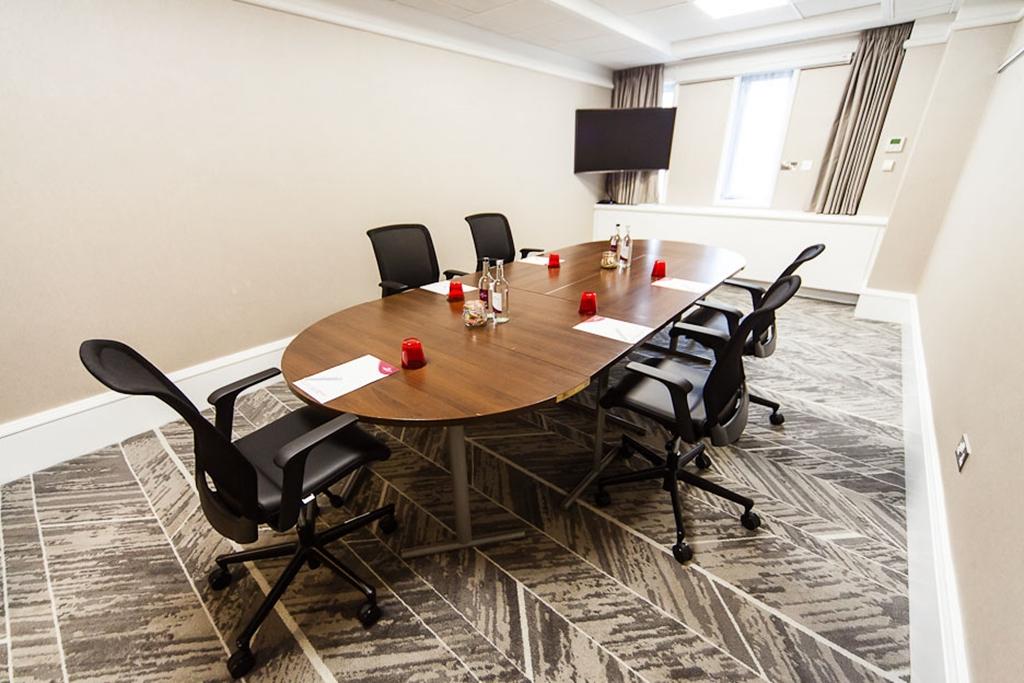 Gledhow - Boardroom Style
