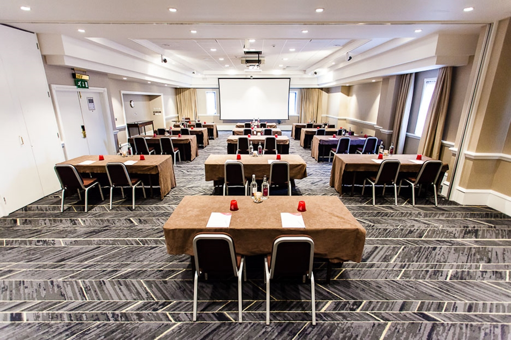 Roundhay Suite - Classroom Style