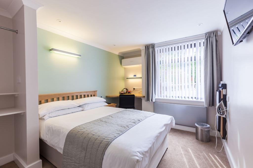 Hall Double En-suite Bedroom