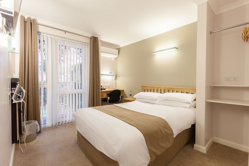 Court En-suite Double Bedroom with Balcony