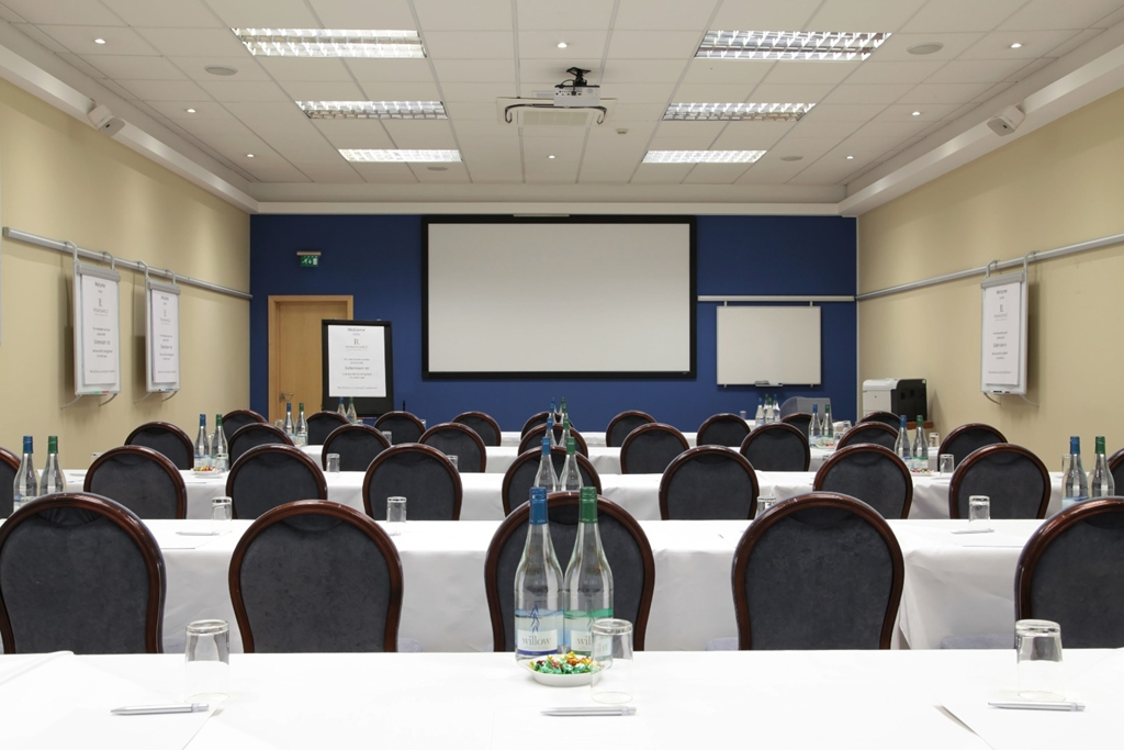Natural daylight ,  ideal for breakout room or for serving refreshments