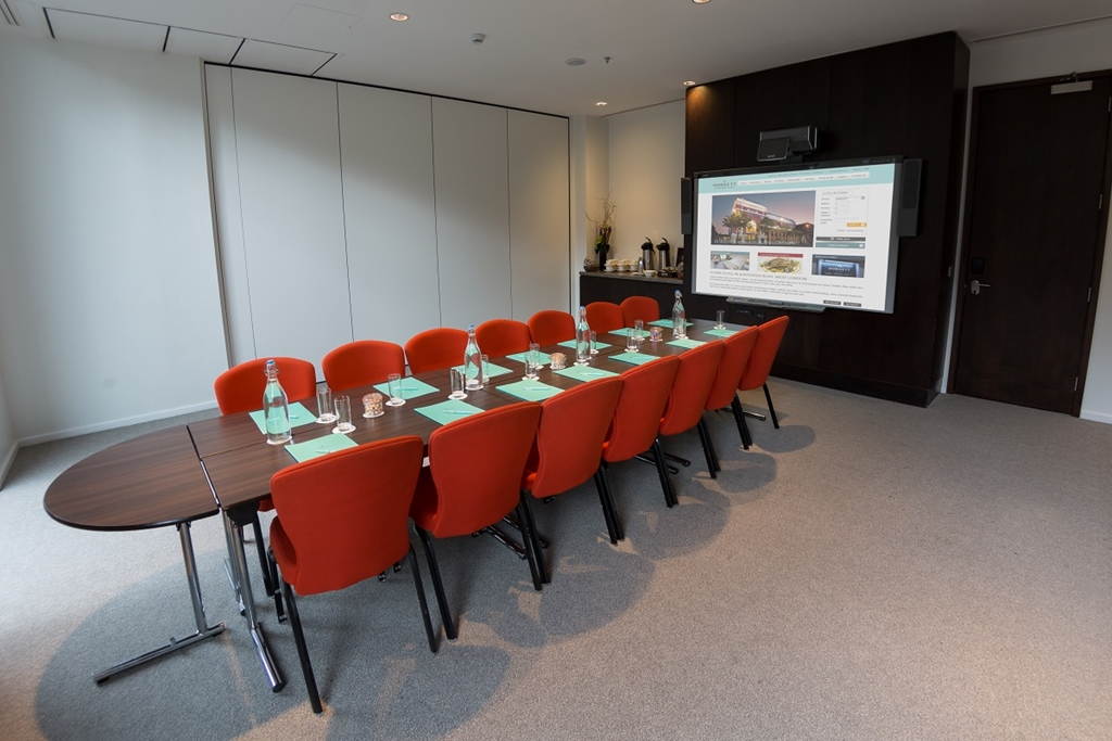 Puffin Suite-Boardroom style