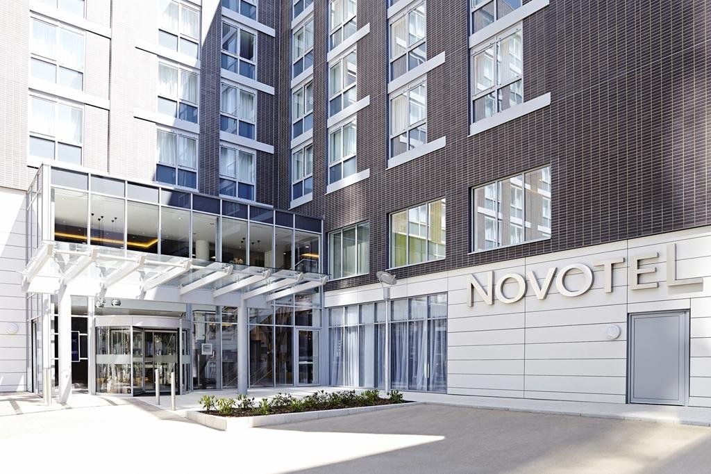 Novotel London Brentford - Main Entrance -