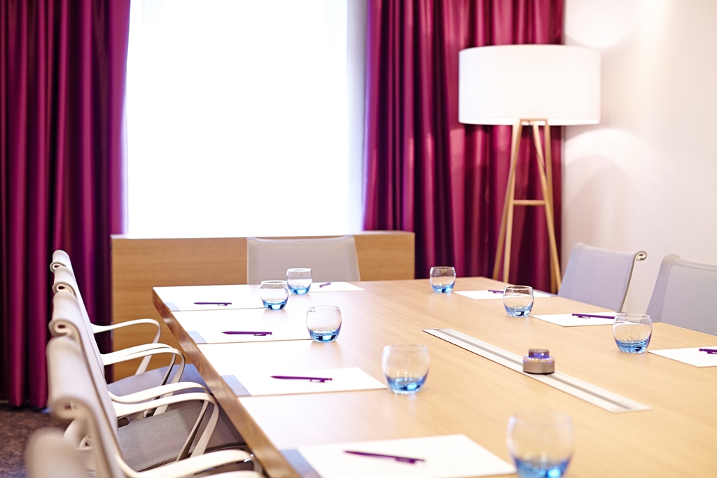 Chiswick Suite - Natural Daylight - BOSE sound system - Plasma Tv - Max 10 people boardroom -