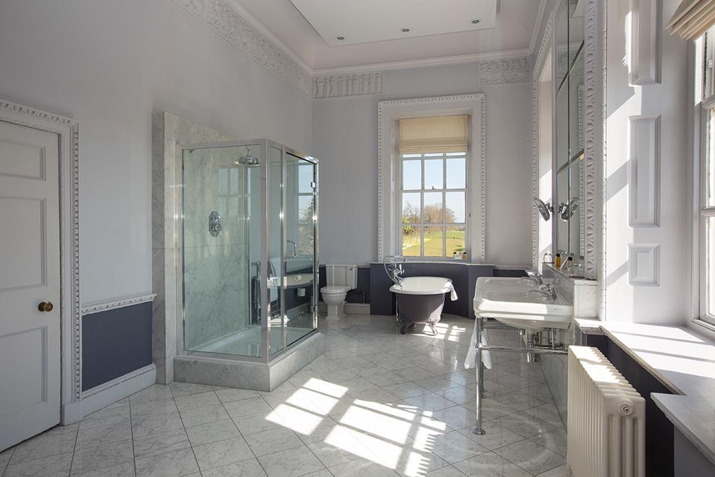 Winston Churchill Suite bathroom