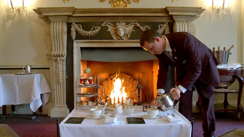 Crystal Bar, Afternoon Tea in front of the fire