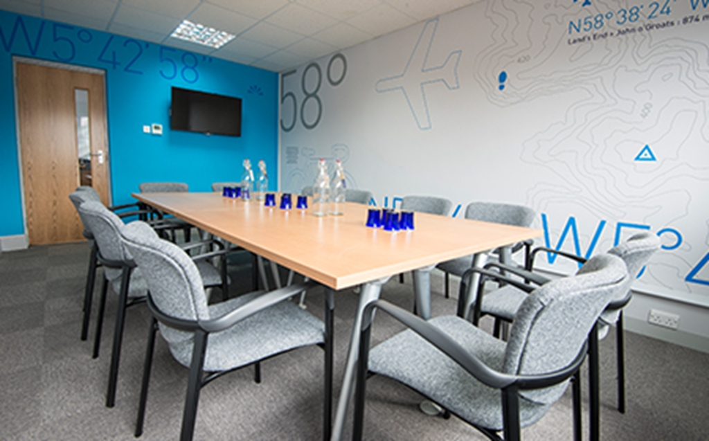 OS2 is the perfect space for small meetings and training courses for up to 10-12 guests