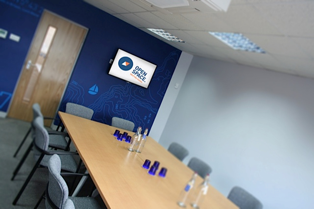 Utilise our wall mounted presentation screens