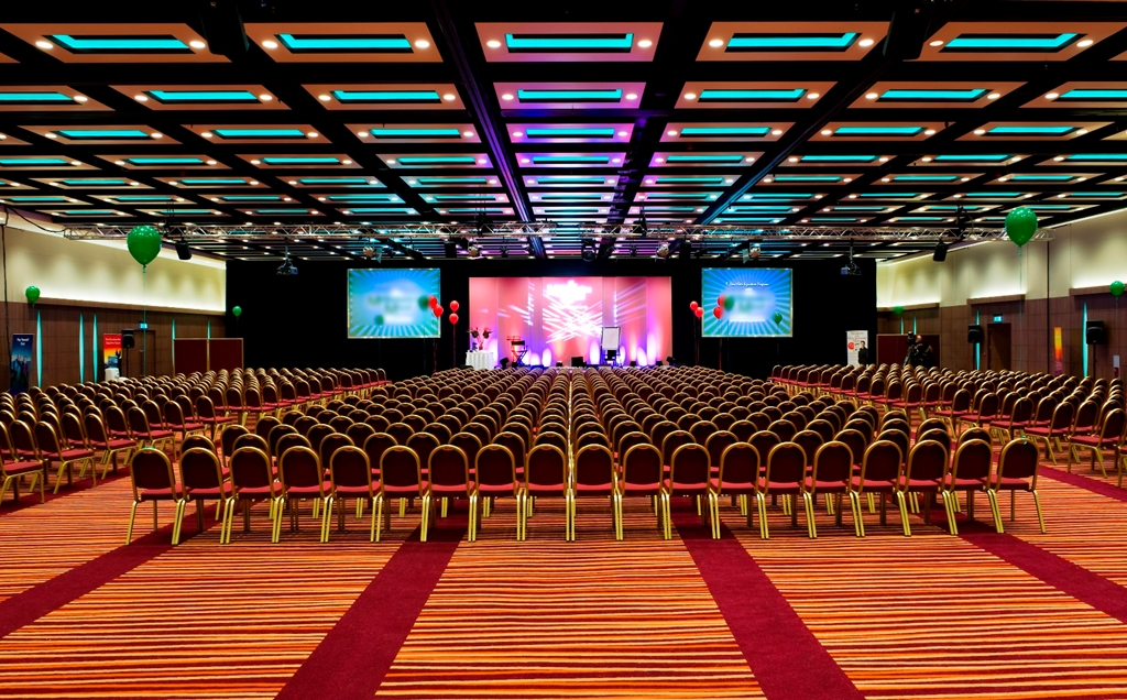 London Suite - Up to 1200 Theatre