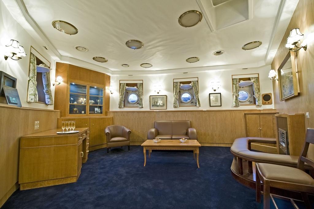 Admirals Lounge