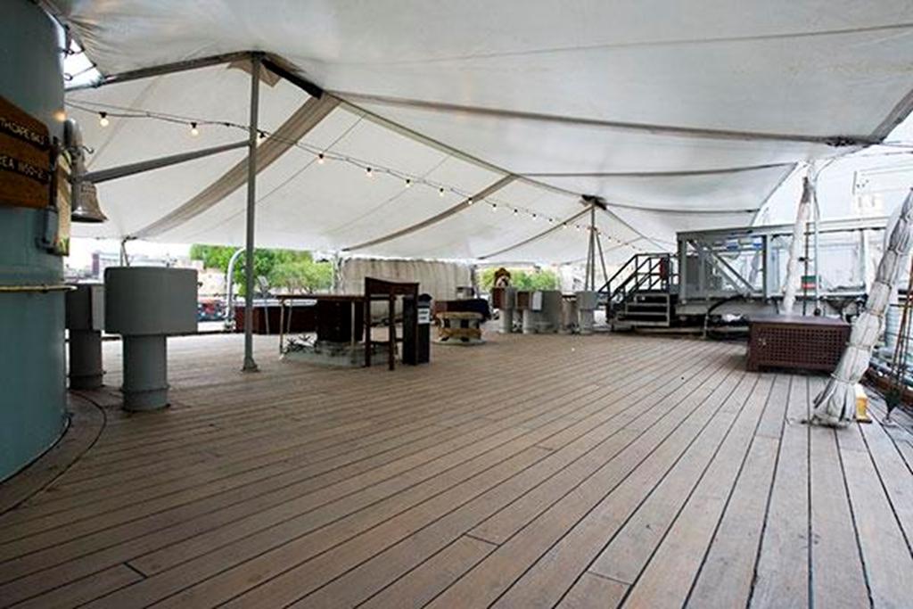 Quater Deck space