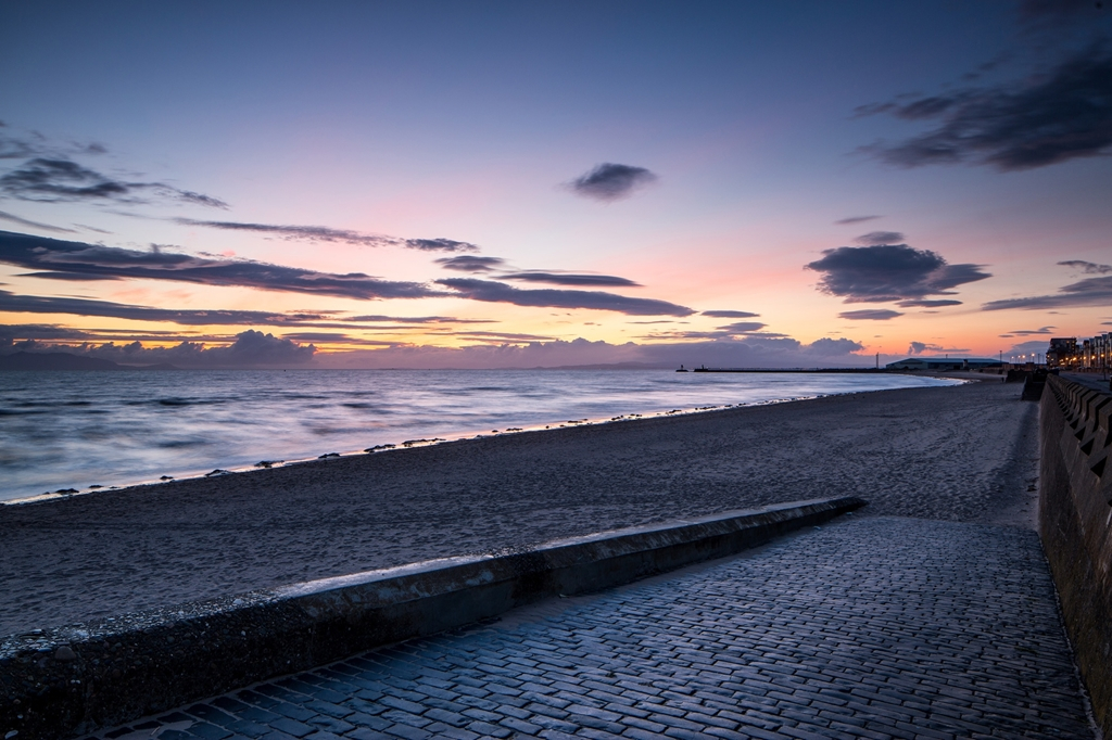 Ayr beach - 0.4 miles/7 minute walk