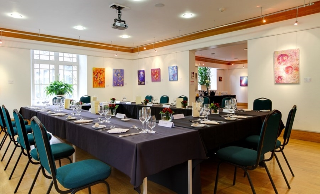 Knapp Gallery : Boardroom Layout
