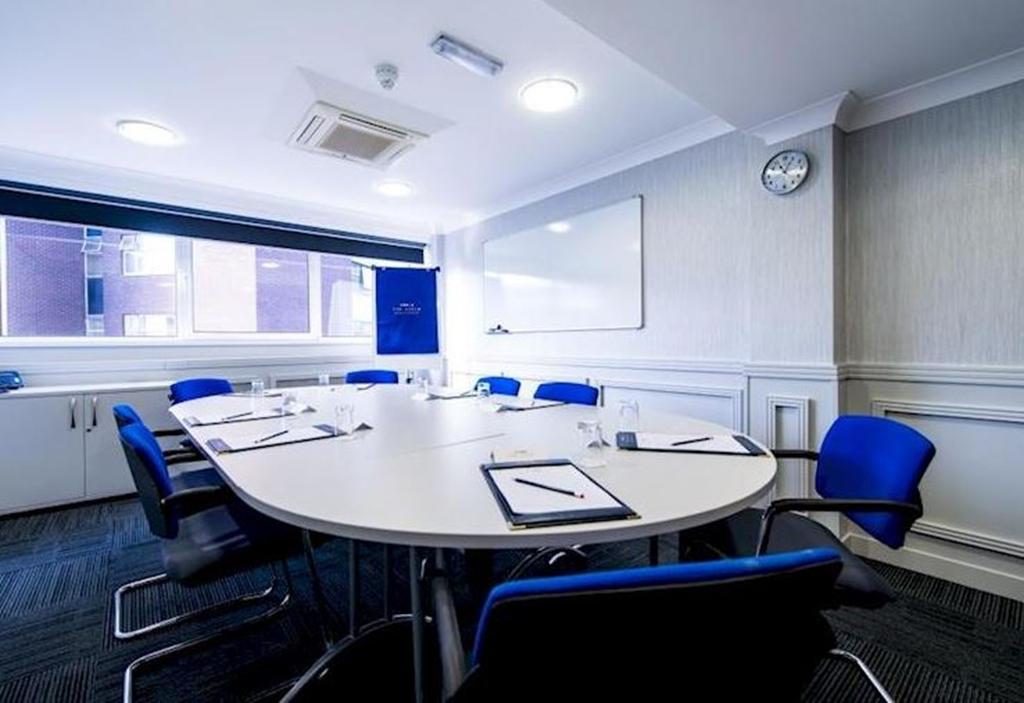 Ivernia Max 8 Boardroom