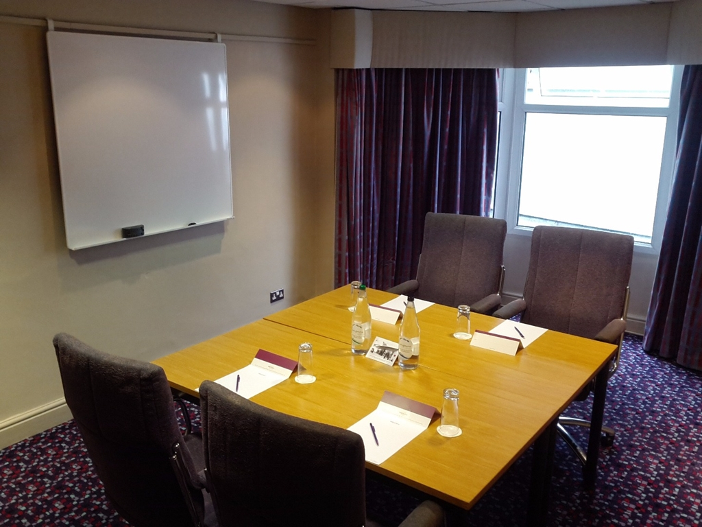Syndicate Three up to 8 boardroom style