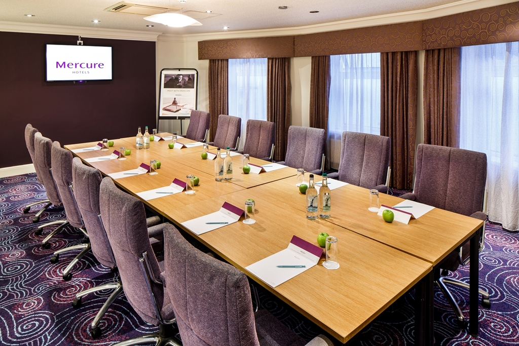 The Dee - 12 Boardroom style
