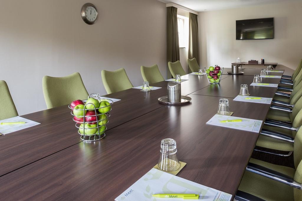 Chestnut Boardroom
